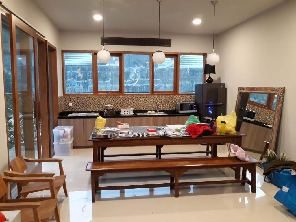 villa 8 kamar dapur besar