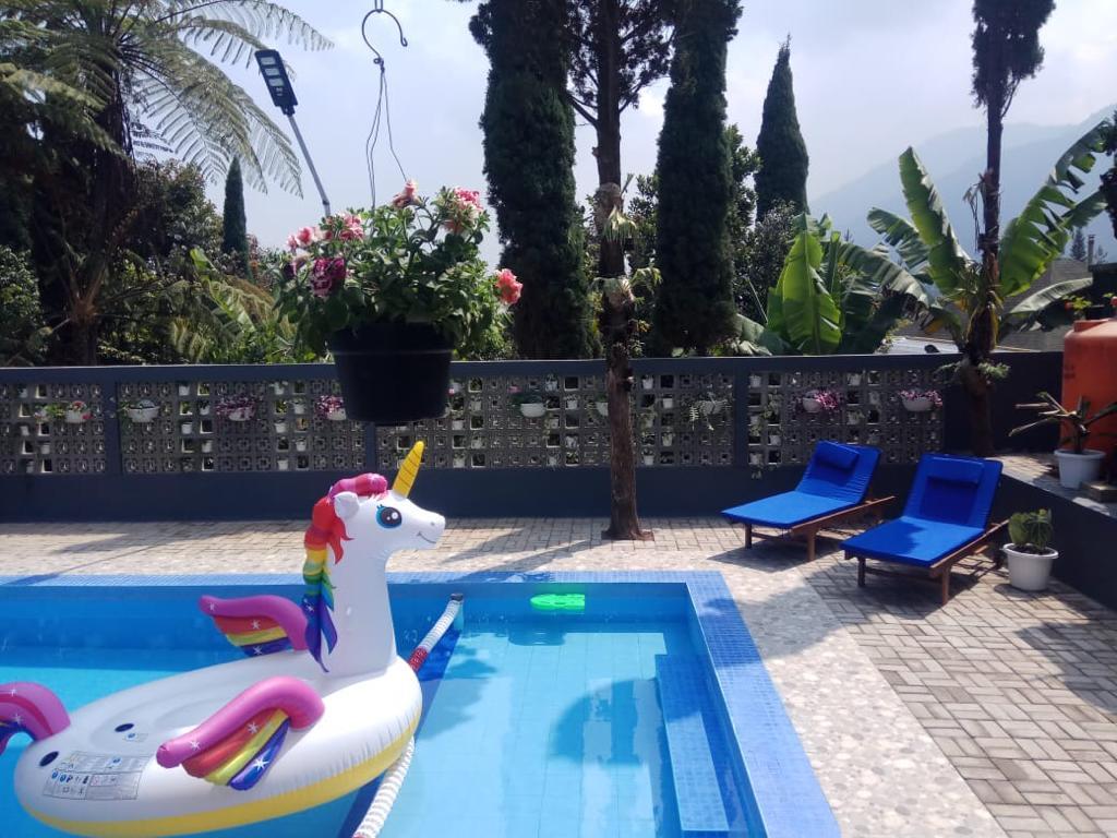 villa gartik kolam renang